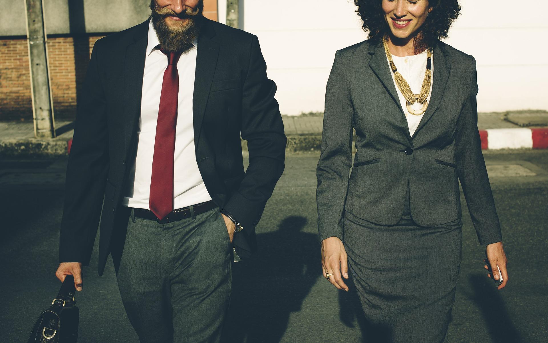 Prijateljstvo na poslu: Prednost ili prepreka?