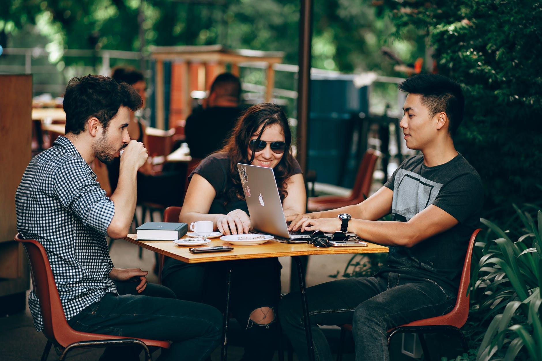 Zašto je sve više mladih sa statusom večitog studenta?