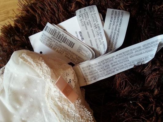 Da li su neophodne beskonačne etikete na odeći?
