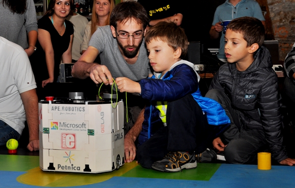 Posetite takmičenje mladih iz robotike