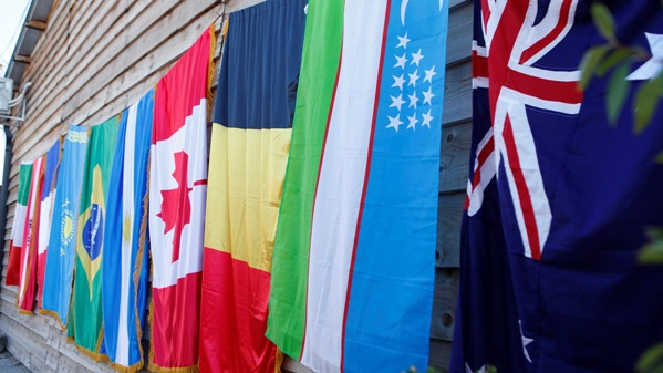 Defile zastava: između nas barijere ne postoje!