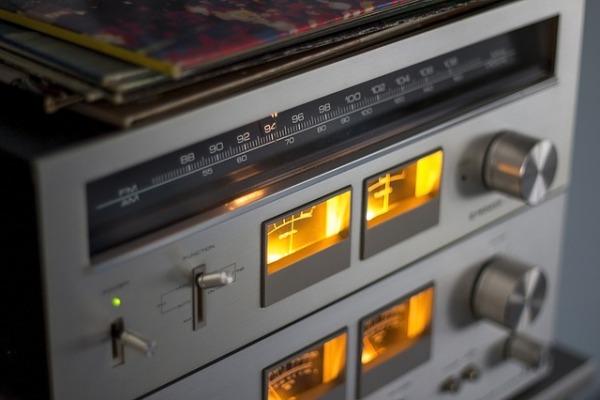 Radio, hvala ti što postojiš!