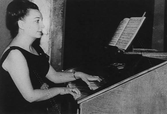 Žena koja je naučila da svira klavir bez klavira