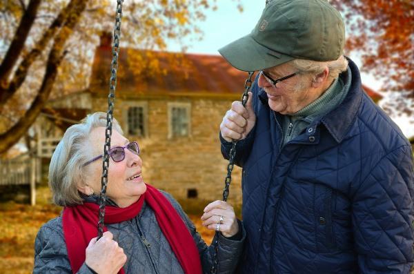 Kako stare muškarci, a kako žene?